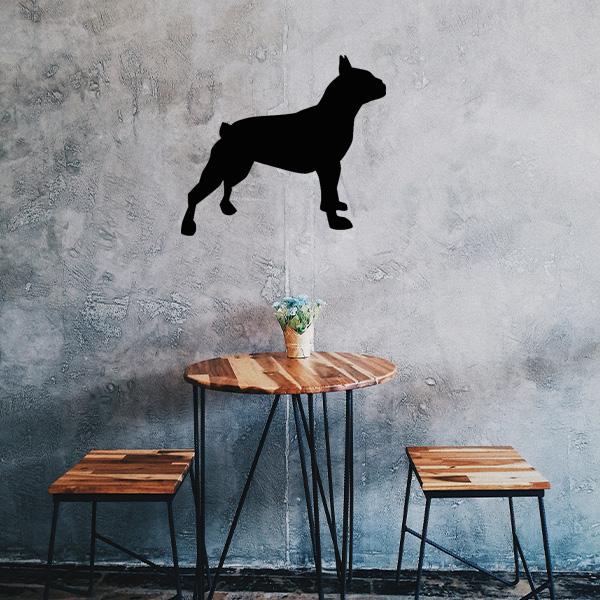 Plaque murale métal bulldog dans le salon en noir