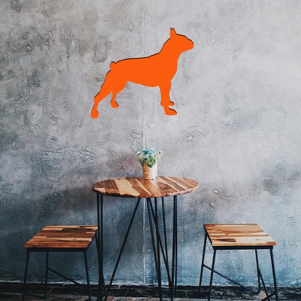 Plaque murale métal bulldog dans le salon en orange