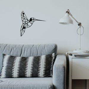 plaque murale en métal colibri dans le salon en noir