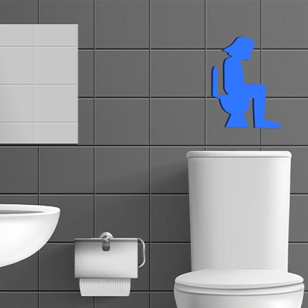 plaque murale en métal dark vador dans les toilettes en noir