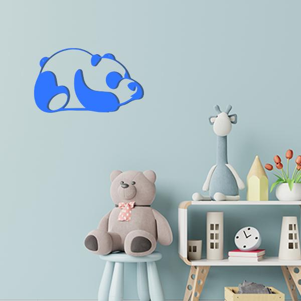 Plaque murale en métal panda dans chambre d'enfant bleu