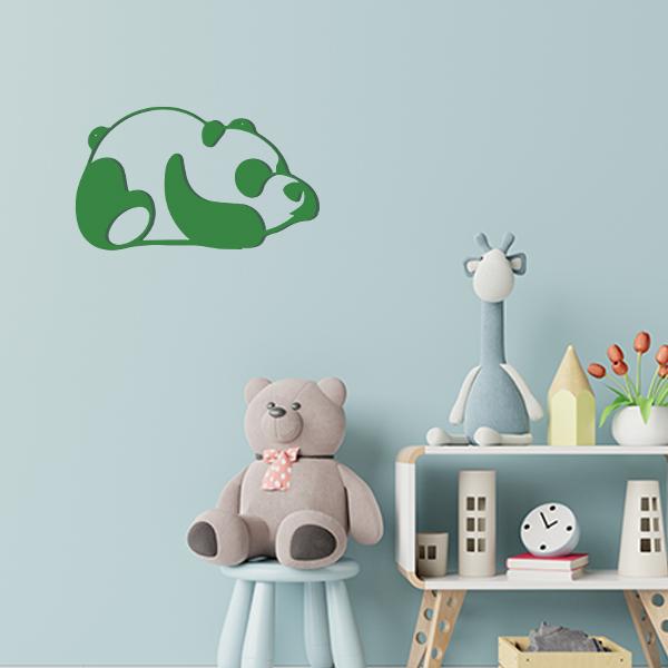 Plaque murale en métal panda dans chambre d'enfant vert