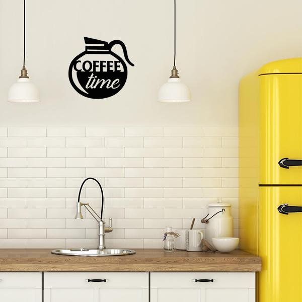 plaque murale en métal coffee time dans la cuisine en noir