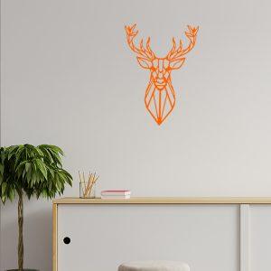 Plaque murale métal tête de cerf dans le salon en orange