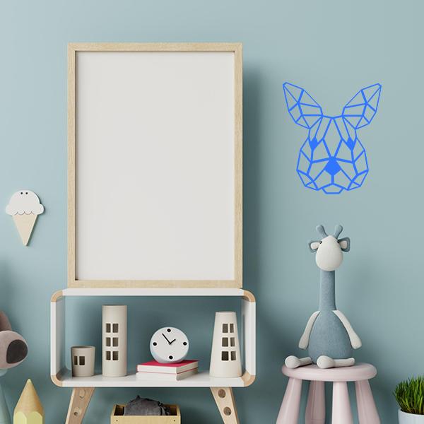 Plaque murale en métal tête de lapin dans chambre d'enfant en bleu