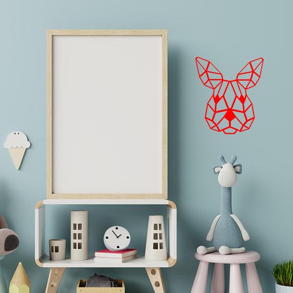 Plaque murale en métal tête de lapin dans chambre d'enfant en rouge