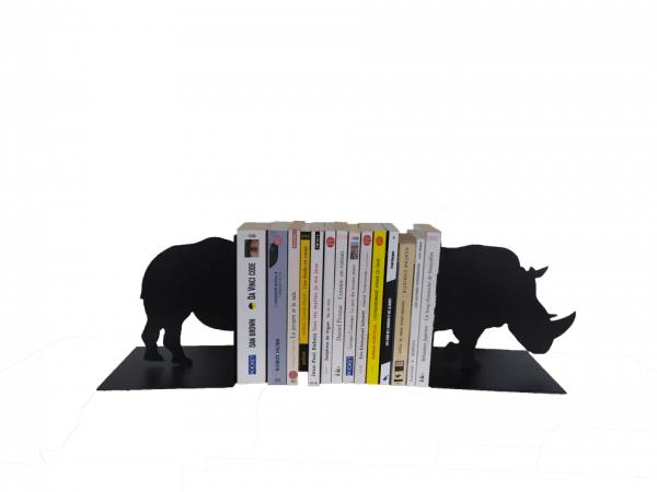 erre-livres en métal rhinocéroce noir avec ivres
