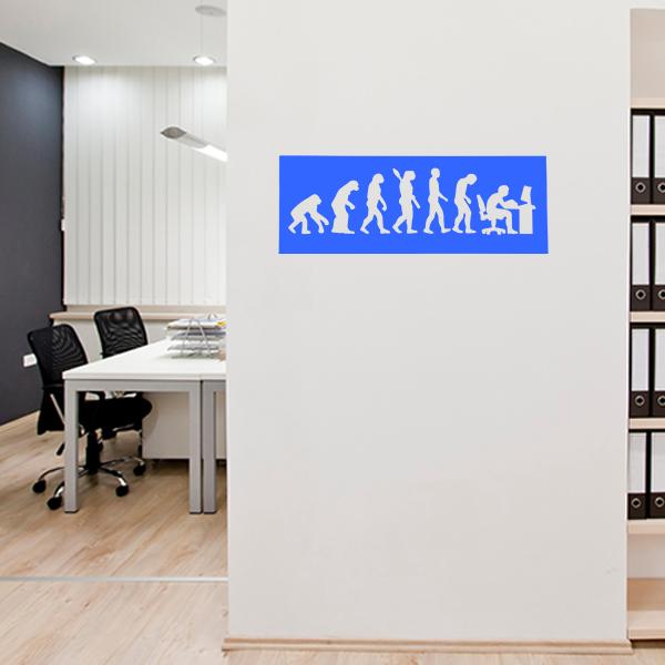 cadre mural métal évolution humaine dans bureau en bleu