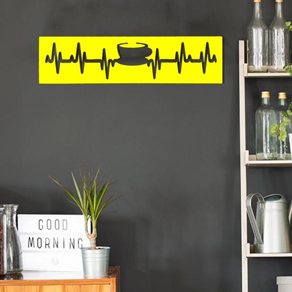 cadre murale en métal tasse de thé dans cuisine en jaune