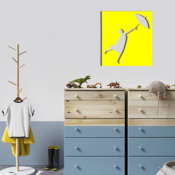 cadre mural en métal ajouré de mary poppins dans la chambre d'enfant en jaune