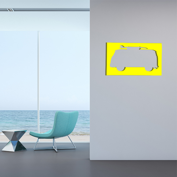 cadre mural en métal van surf dans salon en jaune