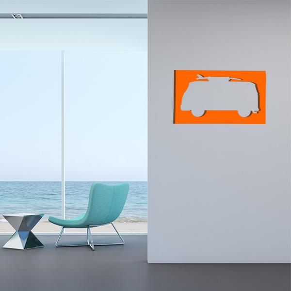 cadre mural en métal van surf dans salon en orange