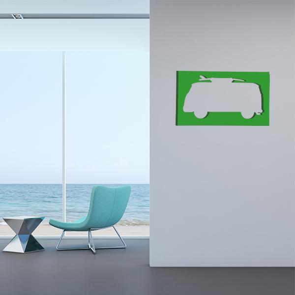 cadre mural en métal van surf dans salon en vert