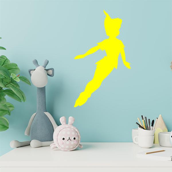 plaque murale metal peter pan dans chambre d'enfant en jaune