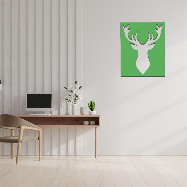 cadre mural en métal ajouré en vert dans bureau