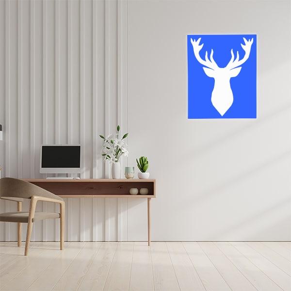 cadre mural en métal fond blanc et face bleu dans bureau