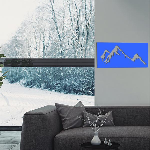 cadre mural en métal montagne dans salon en bleu