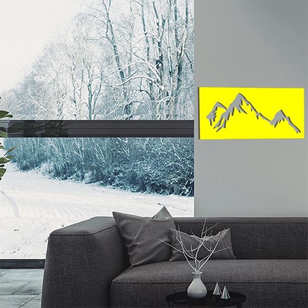 cadre mural en métal montagne dans salon en jaune