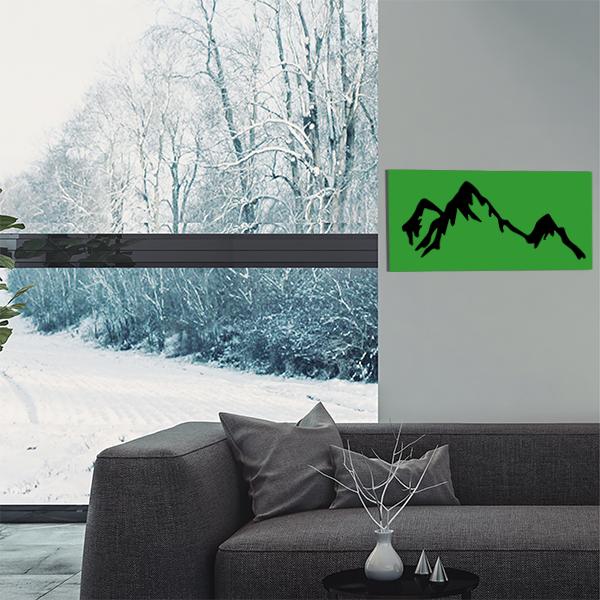 cadre mural en métal montagne dans salon en vert fond noir