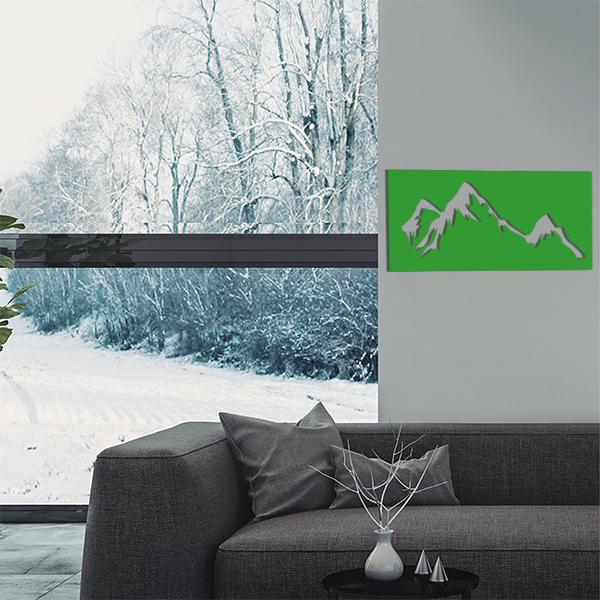 cadre mural en métal montagne dans salon en vert