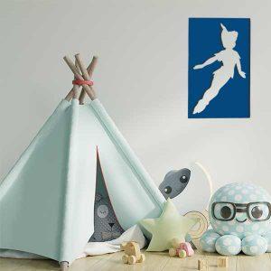 cadre mural en métal ajouré Peter Pan en bleu dans la salle de jeux