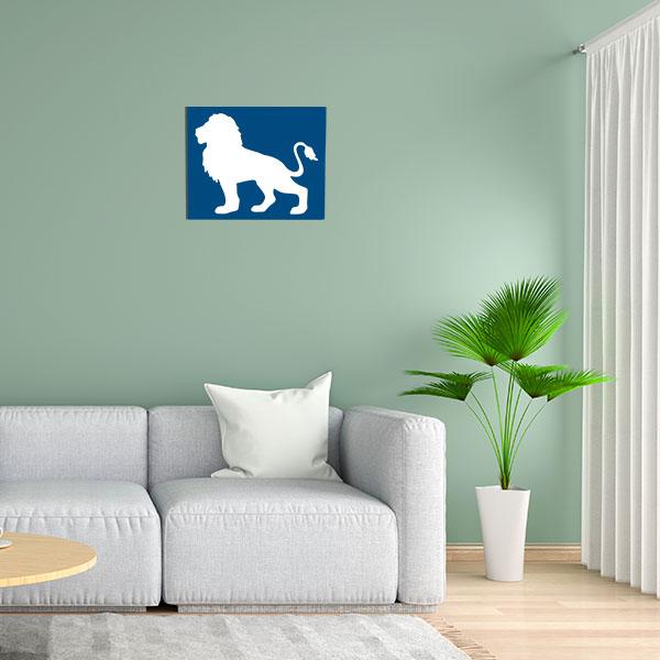 cadre mural metal lion bleu fond blanc face salon