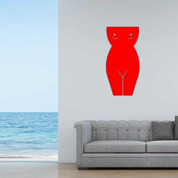 Plaque murale en métal en corps de femme dans le salon en rouge