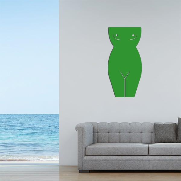 Plaque murale en métal en corps de femme dans le salon en vert