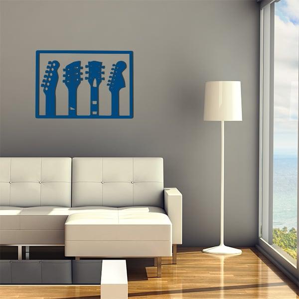 plaque murale en métal de 3 guitares dans salon en bleu