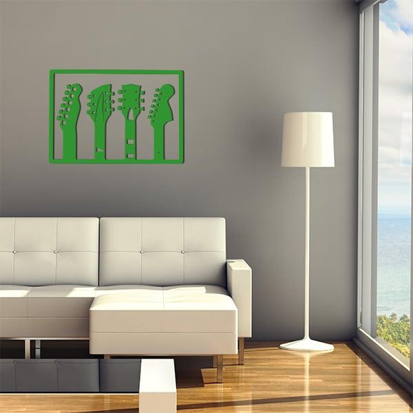 plaque murale en métal de 3 guitares dans salon en vert