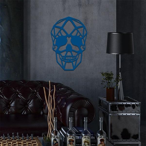 plaque murale métal tête de mort dans le salon en bleu