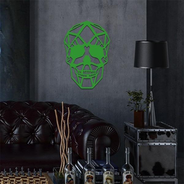 plaque murale métal tête de mort dans le salon en vert
