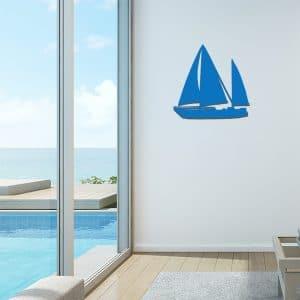 Plaque en métal voilier bleu dans le salon
