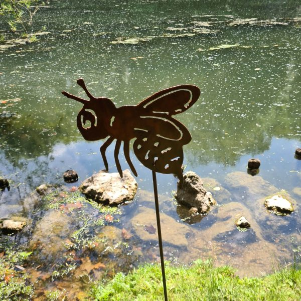 Décoration de jardin en métal rouillé d'une abeille