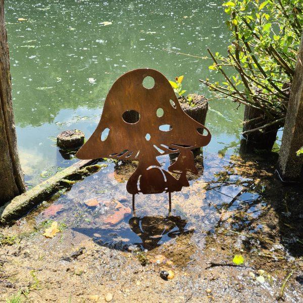 décoration de jardin en métal rouillé aspect champignon
