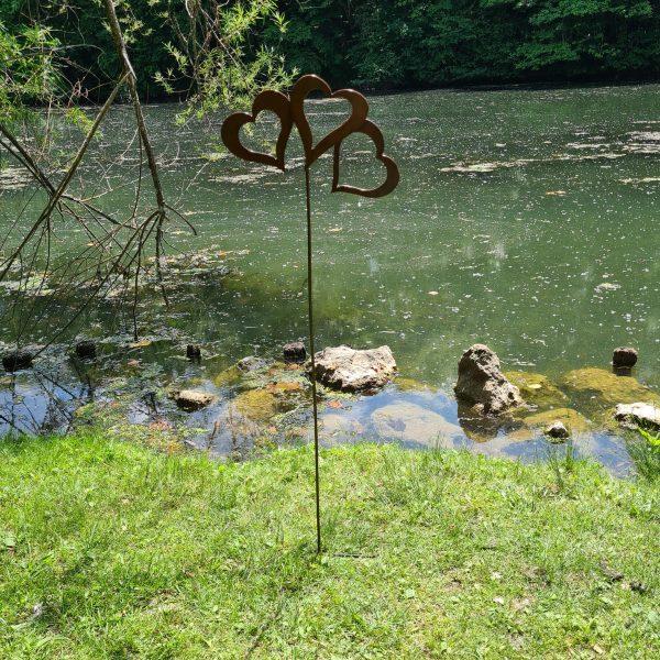 décoration de jardin en acier rouillé avec 3 coeurs 2