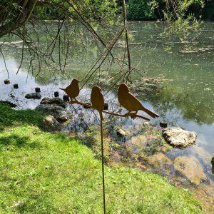 decoration de jardin en métal rouillé d'oiseaux sur branche