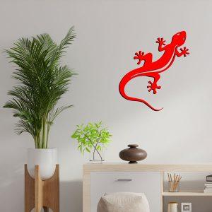 plaque murale en métal gecko salamandre en rouge dans salon